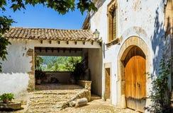 Historisk spanjor hus och trädgård på Alfabia Royaltyfria Foton