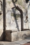 historisk springbrunn Arkivfoton