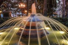 Historisk springbrunn i parkera Cartagena de Indias, Colombia S Royaltyfri Fotografi