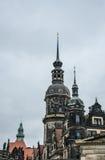 Historisk stad av Dresden Det gotiska klockatornet arkivbild