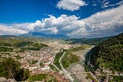 Historisk stad, Berat, Albanien, högt siktslandskap royaltyfria bilder