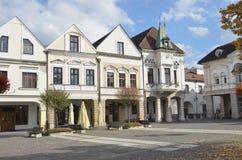 Historisk stadfyrkant i höst Arkivbild