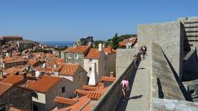 Historisk stadsvägg av Dubrovnik Arkivfoto