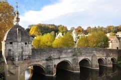 historisk sten för bro Arkivfoto