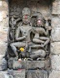 Historisk stenkonst för tappning av indiska gudar i en forntida hinduisk indisk tempel Royaltyfri Fotografi