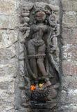 Historisk stenkonst för tappning av indiska gudar i en forntida hinduisk indisk tempel Royaltyfria Bilder