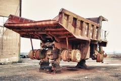 historisk stor gammal lastbil för dumper fotografering för bildbyråer