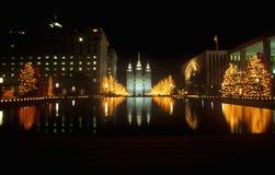 Historisk tempel och fyrkant i Salt Lake City på natten, under 2002 vinterOS:er, UT Royaltyfri Bild