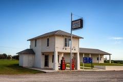 Historisk tjänste- station längs Route 66 nära Hydro, Oklahoma fotografering för bildbyråer