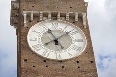 Historisk tornklocka som ses i Italien Royaltyfri Foto
