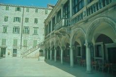Historisk town av Primosten i Dalmatia Arkivfoton