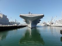 Historisk USS bålgetinghangarfartyg Arkivbild