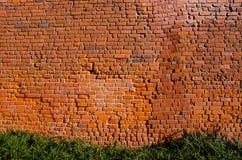 Historisk väggbakgrund för gammala röda tegelstenar Arkivfoton