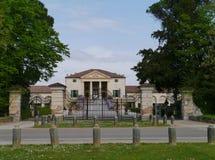 Historisk villa i Italien Arkivfoton
