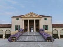 Historisk villa i Italien Royaltyfri Fotografi