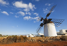 Historisk windmill på Fuerteventura Royaltyfri Foto