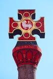 Historiska arga Marktkreuz på fyrkantiga Hauptmarkt Royaltyfri Foto