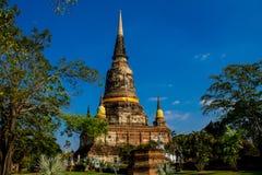 Historiska Autthaya parkerar forntida stupa Arkivfoto