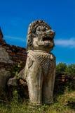 Historiska Autthaya parkerar forntida stupa- och qilinstatywat i Thailand Fotografering för Bildbyråer