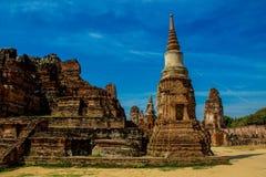 Historiska Autthaya parkerar forntida stupa och templet Arkivfoton