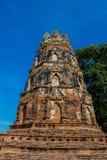 Historiska Autthaya parkerar forntida stupa och templet Arkivfoto
