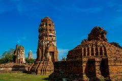 Historiska Autthaya parkerar forntida stupa och templet Royaltyfri Foto