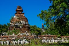 Historiska Autthaya parkerar wat för den forntida templet i Thailand Arkivfoto