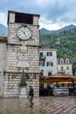 Historiska bostads- byggnader i Kotor den gamla staden, Montenegro fotografering för bildbyråer