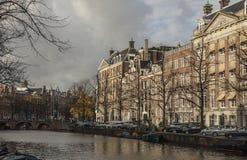 Historiska byggnader Amsterdam Arkivbilder