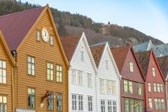 Historiska byggnader av Bryggen i staden av Bergen, Norge arkivfoton