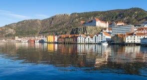 Historiska byggnader av Bryggen i staden av Bergen, Norge royaltyfri bild