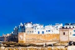 Historiska byggnader av den gamla staden i Essaouira - Marocko arkivbild