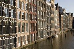 Historiska byggnader i Amsterdam Royaltyfri Fotografi