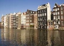 Historiska byggnader i Amsterdam Arkivbild