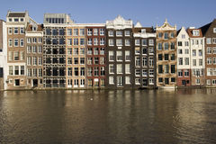 Historiska byggnader i Amsterdam Arkivbilder