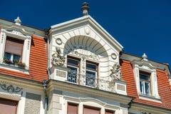 Historiska byggnader i den gamla staden av Krems en der Donau, Österrike Arkivfoton