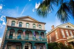 Historiska byggnader i den i stadens centrum charlestonen, South Carolina royaltyfri fotografi