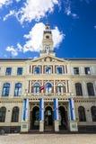 Historiska byggnader i gamla Riga arkivbild