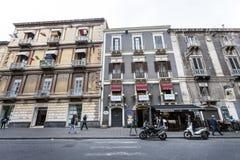 Historiska byggnader i historisk mitt av Catania, Sicilien italy Arkivfoton