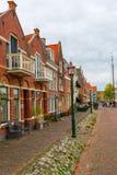 Historiska byggnader i Hoorn, Nederländerna Arkivfoto