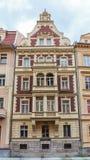 Historiska byggnader i Karlovy varierar, Carlsbad Fotografering för Bildbyråer