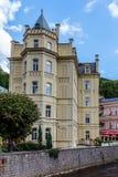 Historiska byggnader i Karlovy varierar, Carlsbad Royaltyfri Fotografi
