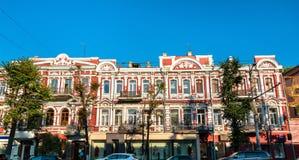 Historiska byggnader i stadsmitten av Voronezh, Ryssland royaltyfria bilder