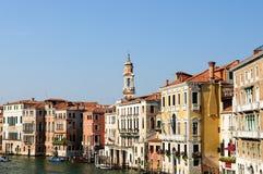Historiska byggnader på Grand Canal Venedig Royaltyfri Foto