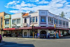 Historiska byggnader på hörnet av Hastings och Tennyson Streets i Napier, Nya Zeeland arkivfoto