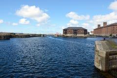 Historiska byggnader på Liverpool strand Arkivbilder