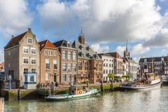 Historiska byggnader på Stadhuiskaden, Maassluis, Netherlen Royaltyfri Bild
