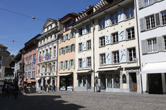 Historiska byggnader på Weinmarkten i Lucerne Royaltyfria Foton
