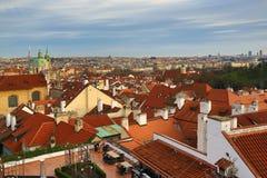 Historiska byggnader panorama av Prague, Tjeckien Royaltyfri Bild