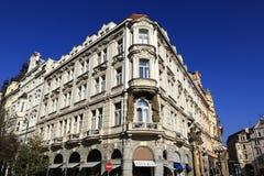 Historiska byggnader Paris streat, Prague, Tjeckien Royaltyfri Foto
